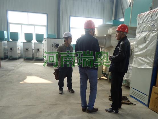 内蒙古通辽客户考察生物质颗粒燃烧机