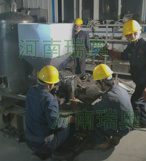 南昌生物质热风炉车间工人连夜生产
